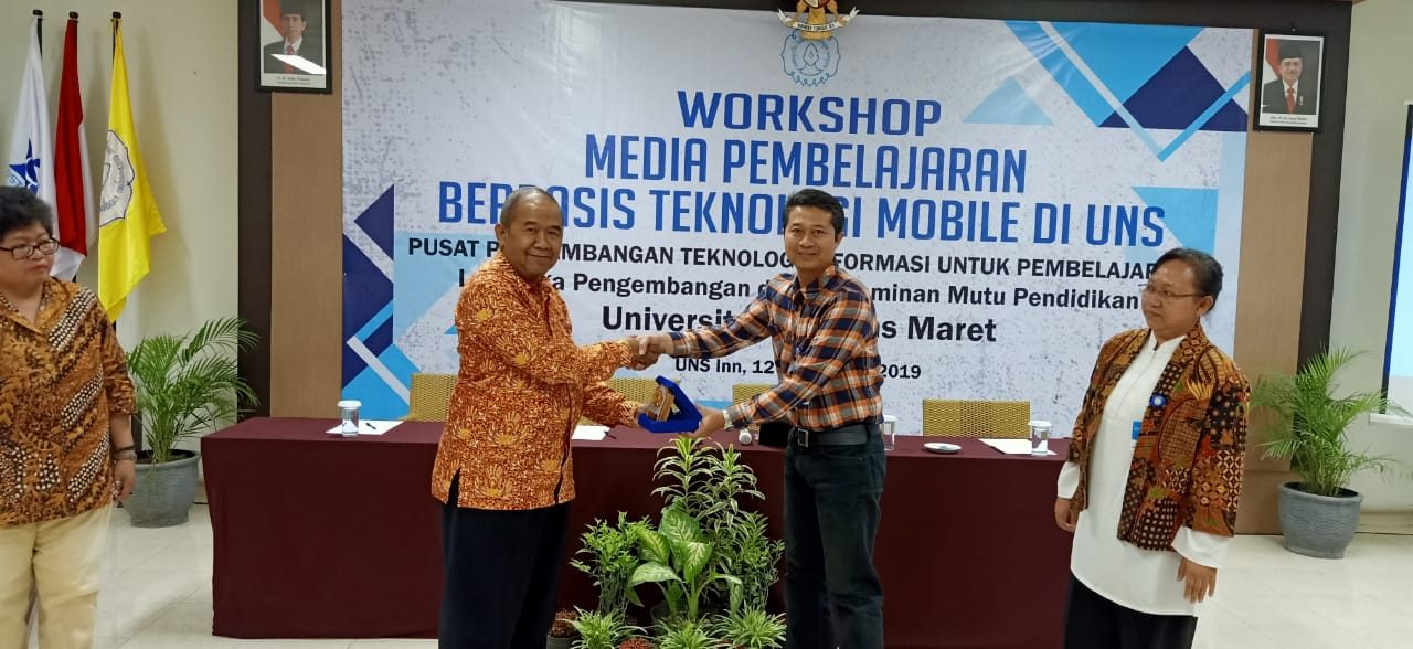 Workshop Media Pembelajaran Berbasis Teknologi Mobile di UNS